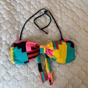 Halter/strapless Volcom swim suit top. Size L.